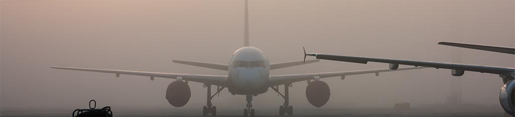 Avión parado en aeropuerto