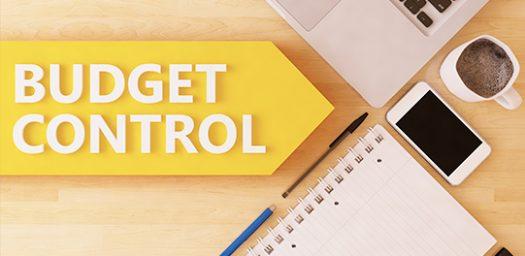 control de gastos - mesa de oficina