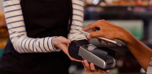 Pagar con el móvil en comercios.