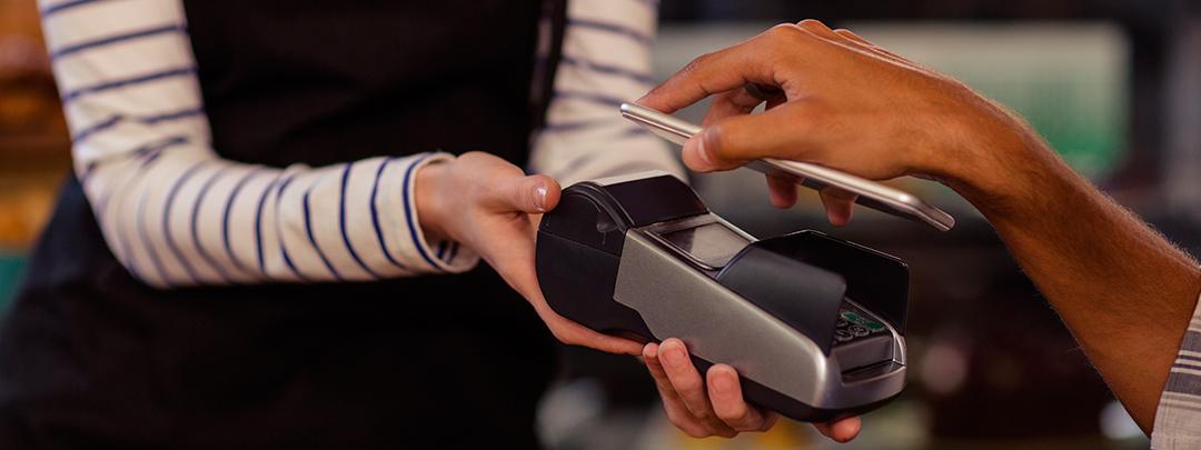 Cómo ha cambiado la forma de pago con tarjeta: del cartón a la era digital