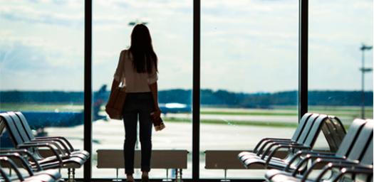 Pasajera en aeropuerto derechos de viajeros