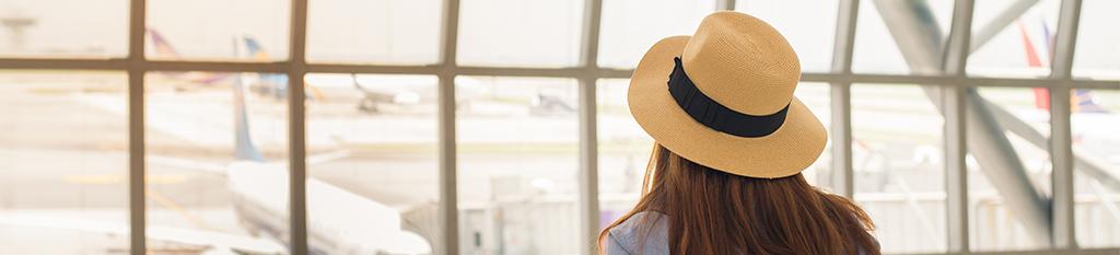 Chica en el aeropuerto_viajes incentivos