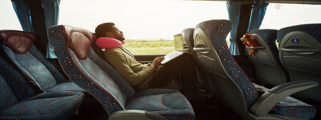 Viajero en autobus