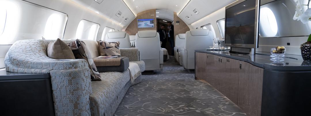 interior salón avión privado