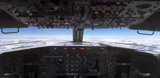 Puesto de mando en cabina de avión
